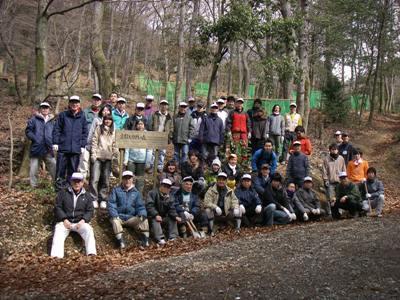 恒例「京都大作戦の森」看板前での記念撮影。皆さん、お疲れ様でした!