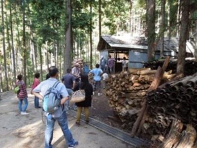 炭焼き小屋を見学