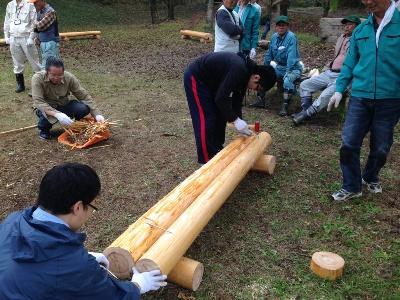 間伐材を使ったベンチ作り