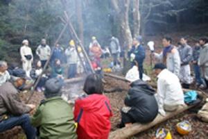焚き火を囲んで 昼食交流会