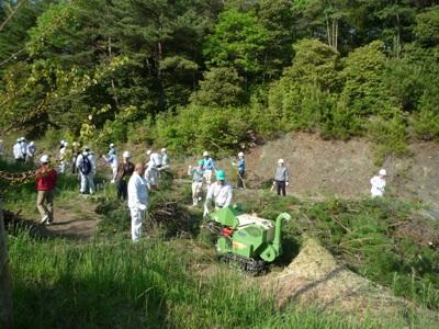 間伐材は破砕し肥料にします