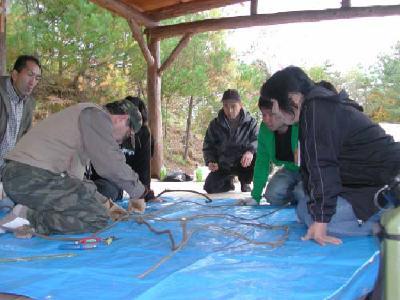 達人によるかご編みの指導
